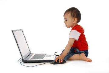 kleinkind am laptop