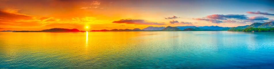 Fototapeta tropikalny zachód słońca - panorama
