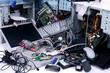 Leinwandbild Motiv Rohstoff Elektroschrott: Alte Computer und Handys