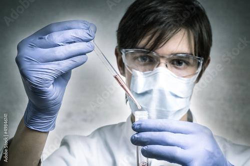Wissenschaftler beim Pipettieren