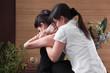 Thai-Massage asiatisch - zwei Frauen