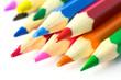 Buntstifte von rechts oben - Konzept mit Textfreiraum