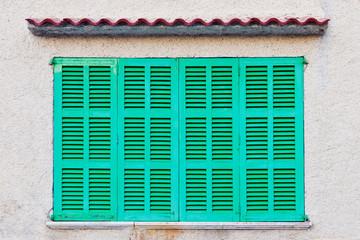 Grüne Fensterläden