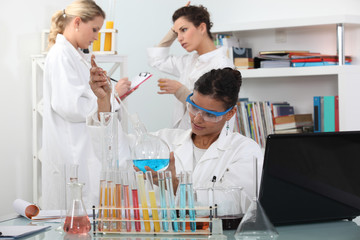 Women in science laboratory