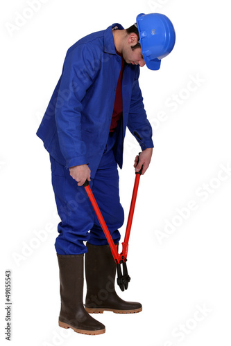 Man using bolt cutters