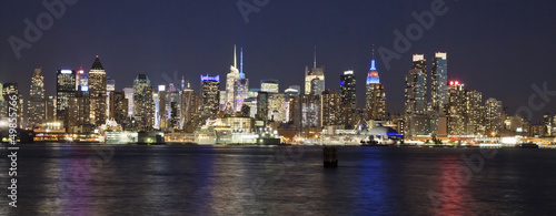 fototapete the new york city uptown skyline in the night fototapeten aufkleber poster. Black Bedroom Furniture Sets. Home Design Ideas