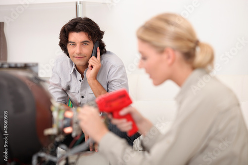 technician working while the client is talking on the phone