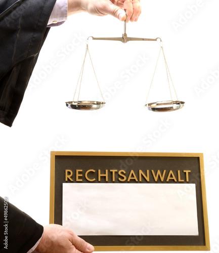 Rechtsanwalt mit Waage und Schild