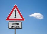 Achtung Schild mit Wolke TALENTE GESUCHT poster