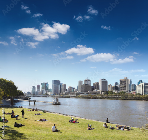 brisbane skyline from the park