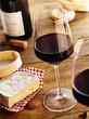 Rotwein mit Käse