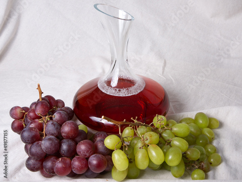 Decantadora de Vino y Uvas/Decanter of Wine wiht Grapes