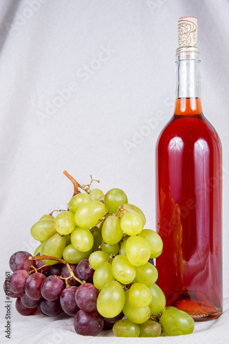Botella de Vino y Uvas/Bottle of Wine wiht Grapes