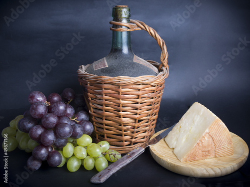 Garrafa de Vino y Uvas/Decanter of Wine wiht Grapes
