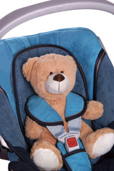 Teddy im Kindersitz