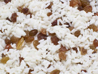 texture of white rice with raisins