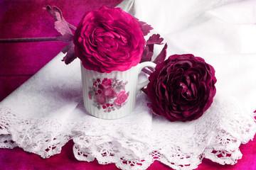 Stillleben mit Papierblumen