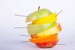 Apfel Zitrone Orange gemischt aufgestapelt mit Hinweislinie