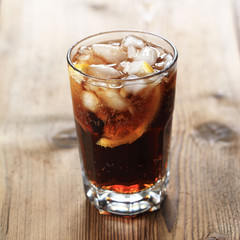 Cola mit chrushed ice