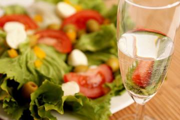 Salatteller uns Wasserglas