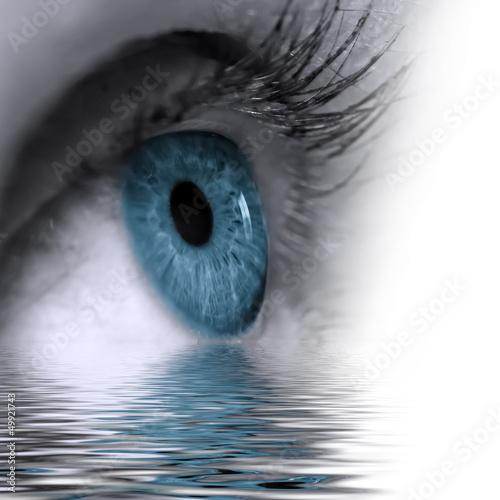 canvas print picture Auge im Wasser gespiegelt