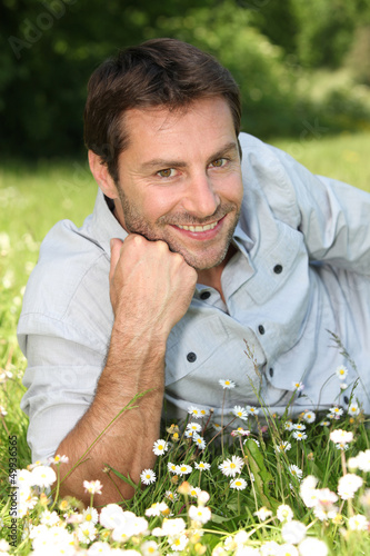 Man lying in the daisies