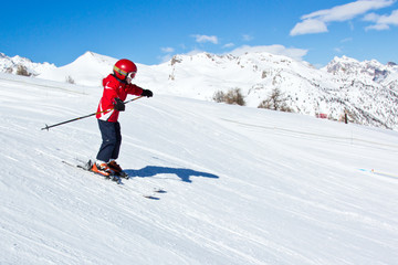 Jeune garçon skiant (6-8 ans) #2