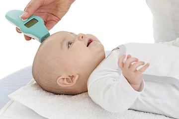 Prise de température chez le nourrisson