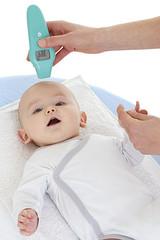 Bébé - Prise de température sur le front