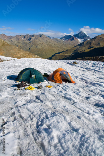 Campo base su ghiacciaio