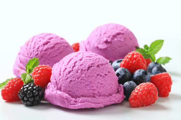 Ice cream with fresh berries