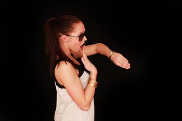 junges Mädchen mit Uhr