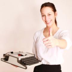 Frau mit Schreibmaschine