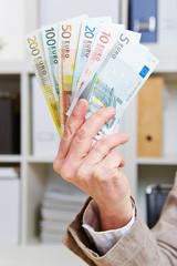 Euro-Geldscheine als Fächer