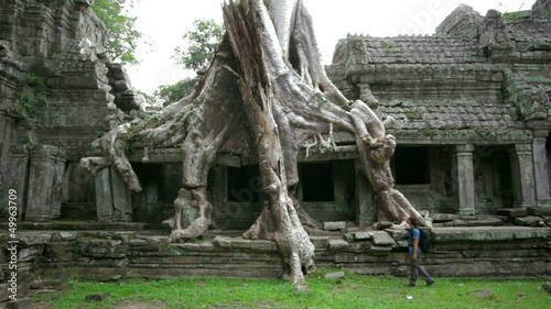 Backpacker travels exotic preah khan temple, angkor, cambodia