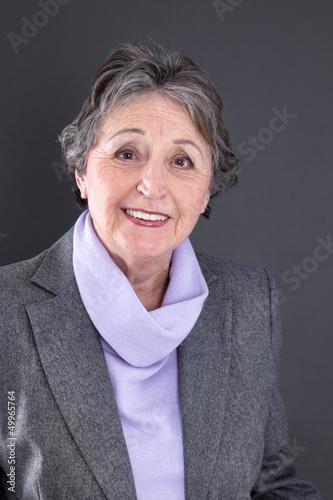 Portrait einer älteren zufriedenen Dame