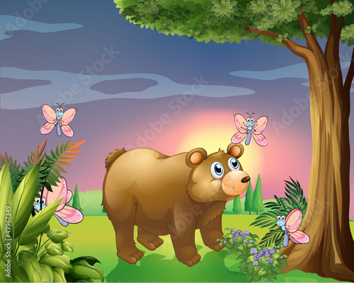 Poster Vlinders A bear under the tree with four butterflies