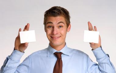 Hombre de negocios,vendedor sujetando dos paneles blancos