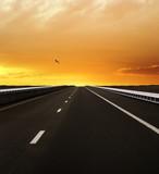 Fototapety Autobahn Richtung Sonnenunergang