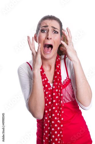 Hysterische Frau isoliert in Rot