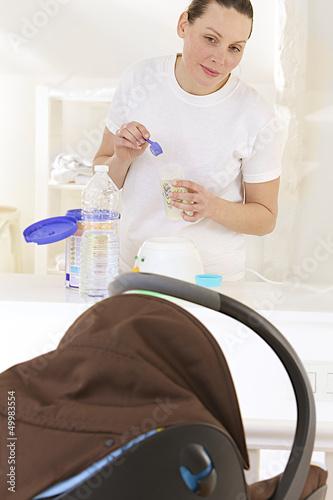 Bébé réclame son  biberon