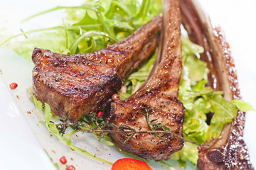 roasted lamb chops with fresh ruccola salad