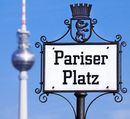 Schild am Pariser Platz in Berlin