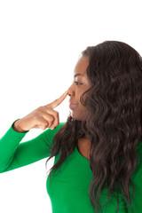 Der Finger zeigt direkt auf die Nase