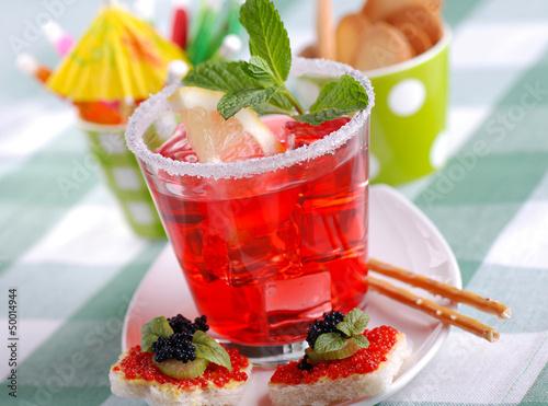 cocktail americano con foglie di menta