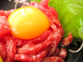 生肉/精肉/ユッケ(生肉)玉子の黄身