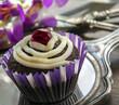 Cupcake auf Tafelsilber