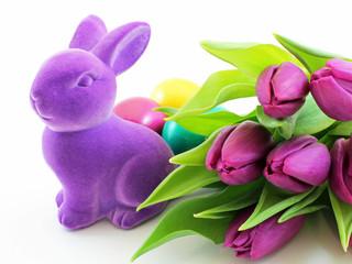Osterhase mit Tulpen