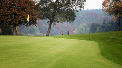 Golfplatz im Herbst