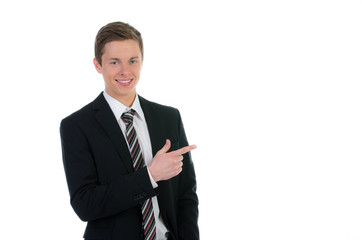 junger mann zeigt mit dem finger